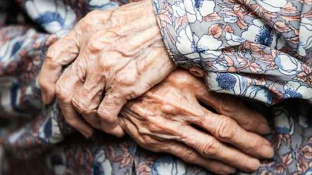 Por tener 116 años, Doña María se queda sin apoyo de adulto mayor