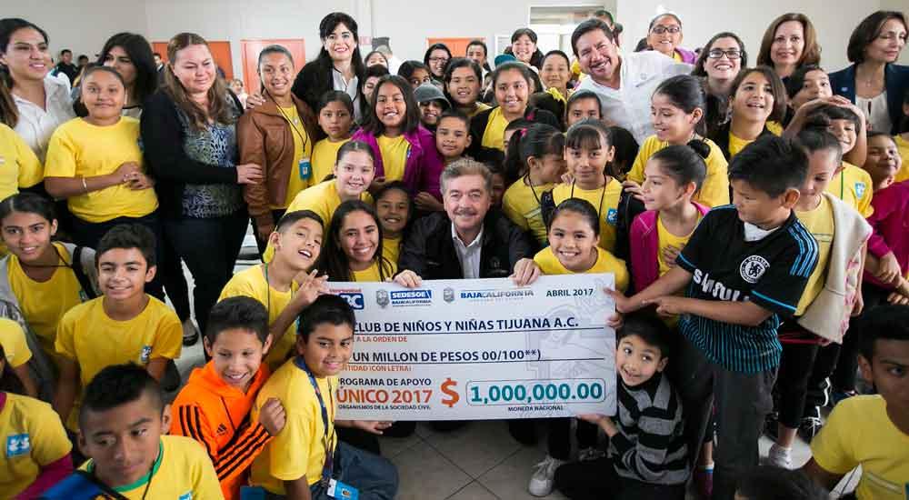 Entrega Gobierno de BC apoyo económico en beneficio del Club de Niños y Niñas Tijuana A.C.