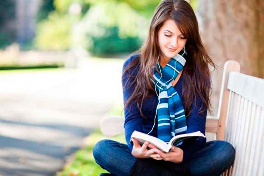 Mexicanos dedican 38 minutos a la lectura por sesión continua