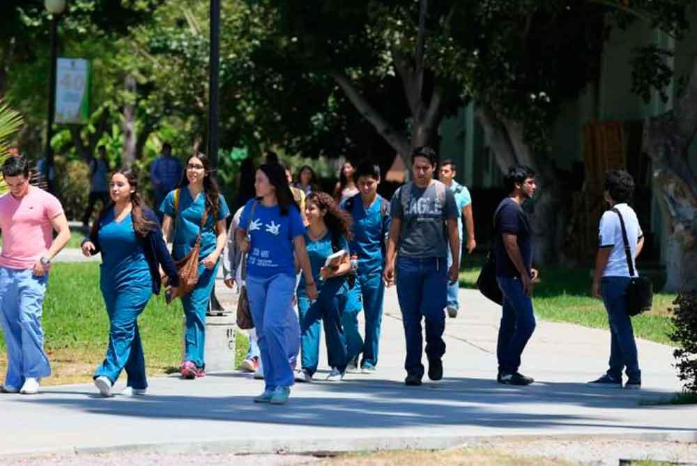 Si vives en Rosarito y estudias la universidad en Tijuana, esta beca es para ti