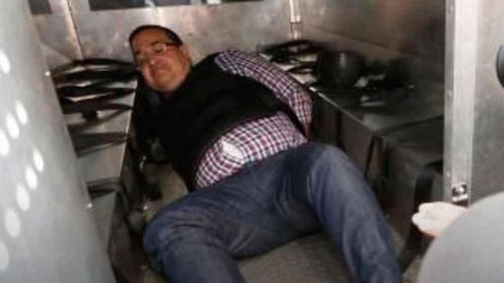 Duarte termina tirado, impotente y esposado dentro de una patrulla