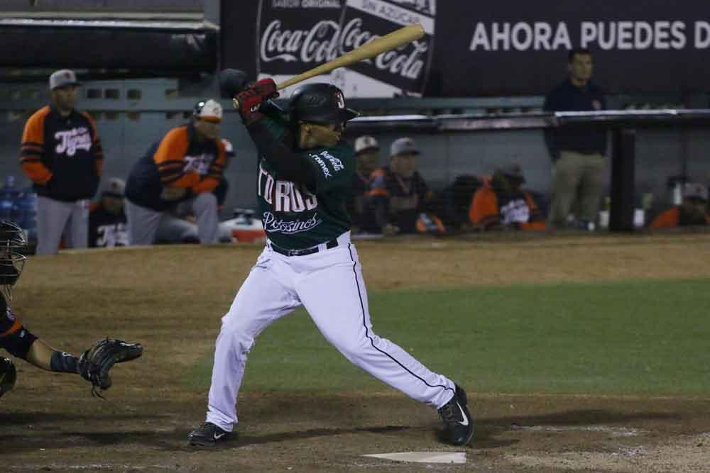 Debuta Pedro Arenas con Toros
