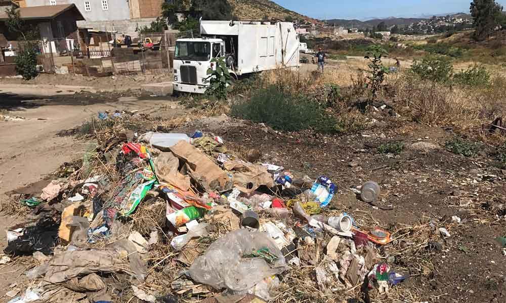 Limpian basura en Río Tecate