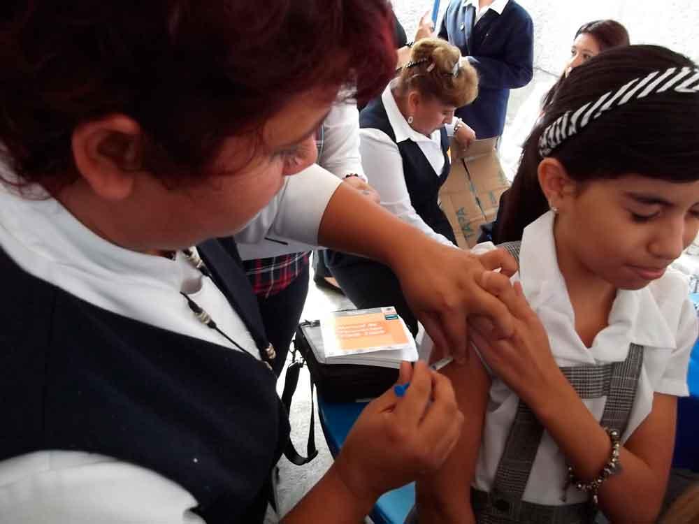 Reiteran llamado a padres de familia a vacunar a los menores de edad