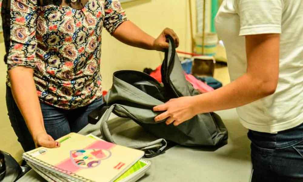 Encuentran arma y droga a joven en operativo mochila