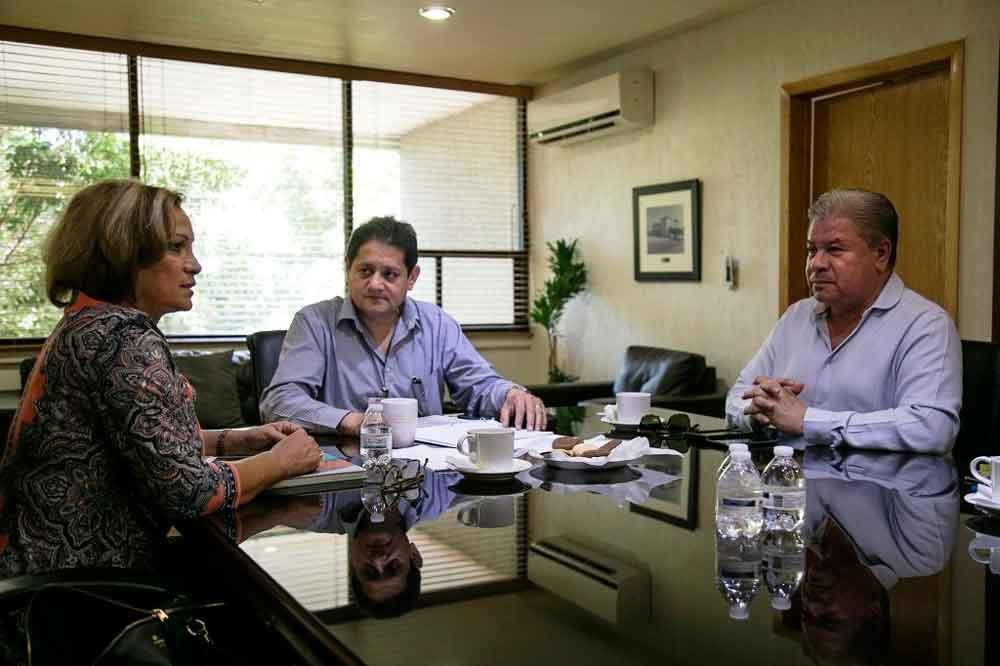 Continúan diálogo Gobierno de BC y Sección 37 del SNTE