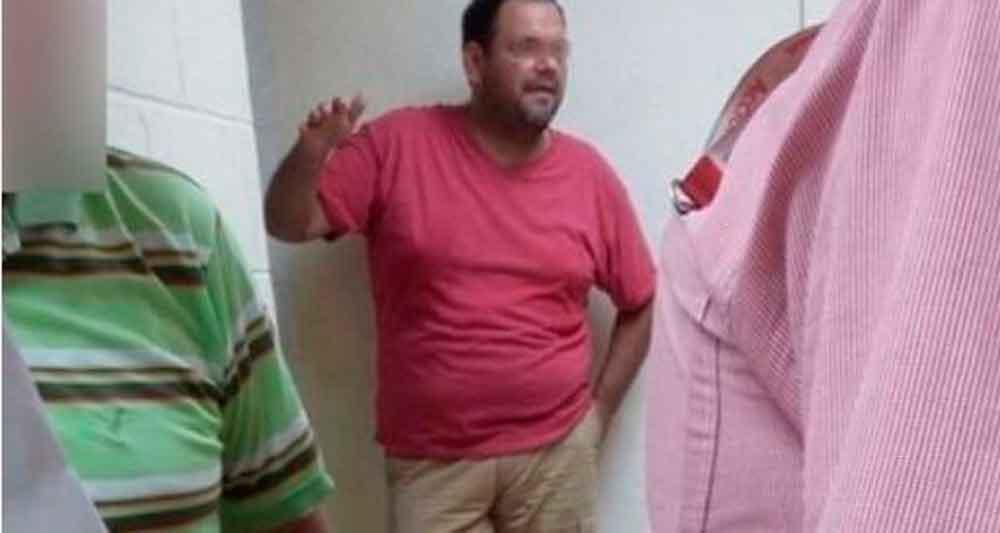 Trabajador de PEMEX es sorprendido violando a un niño dentro de un baño público