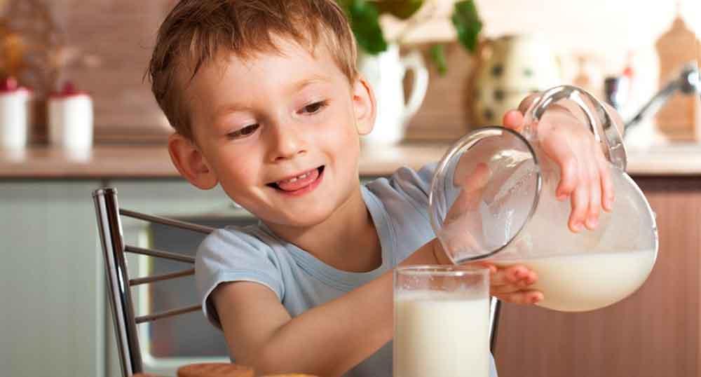 Se debe moderar el consumo diario de leche