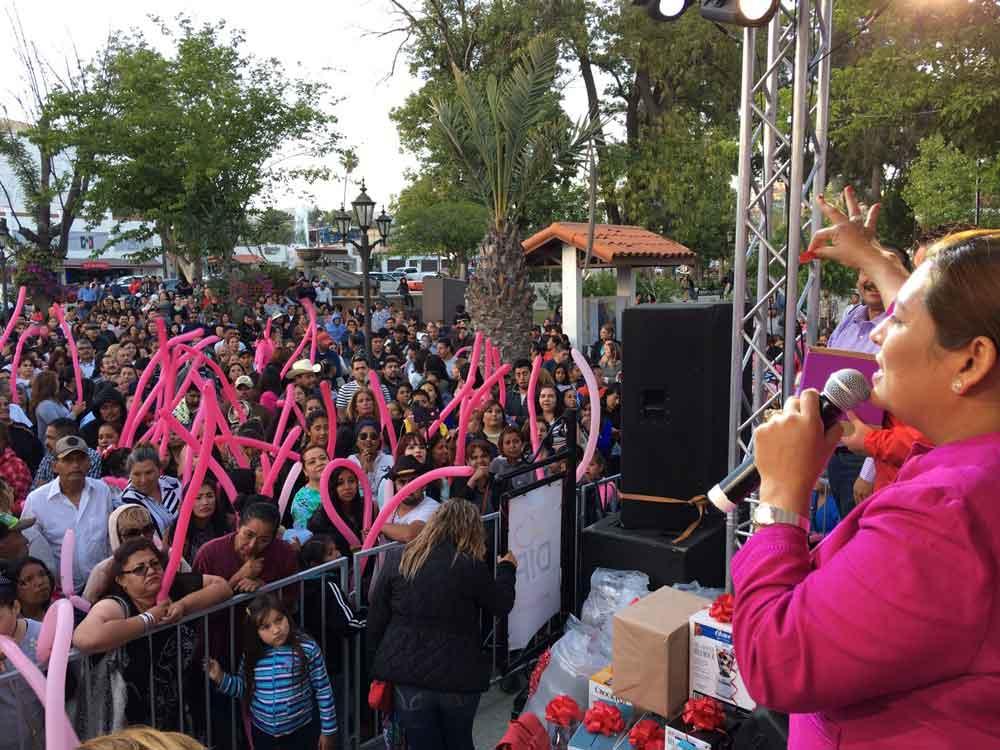 Festeja Ayuntamiento a las mamás tecatenses
