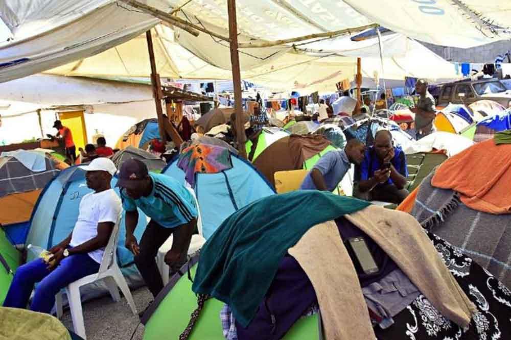 Ordenan desalojo de haitianos en albergues de BC