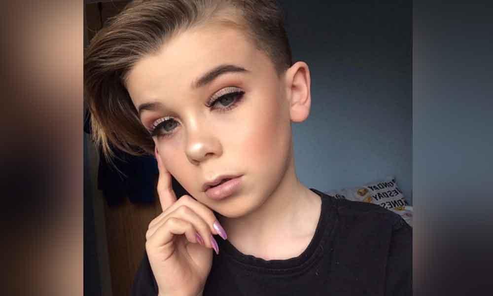 Con tan sólo 10 años, es todo un maquillista profesional