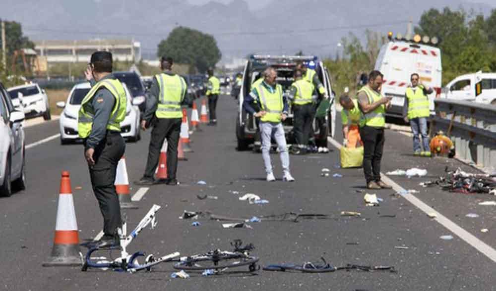 Conductora mata a dos ciclistas; iba ebria y drogada