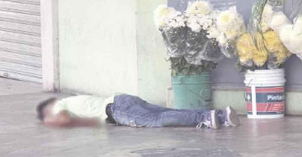 Vendía flores del día de las madres cuando una bala perdida le quito la vida