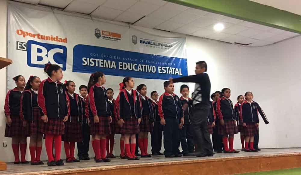 Realizan etapa municipal del concurso de interpretación de Himno Nacional