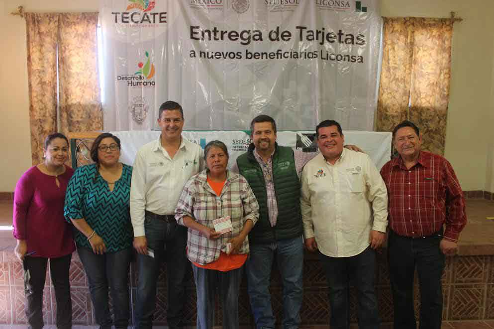 Benefician a familias tecatenses con tarjetas Liconsa
