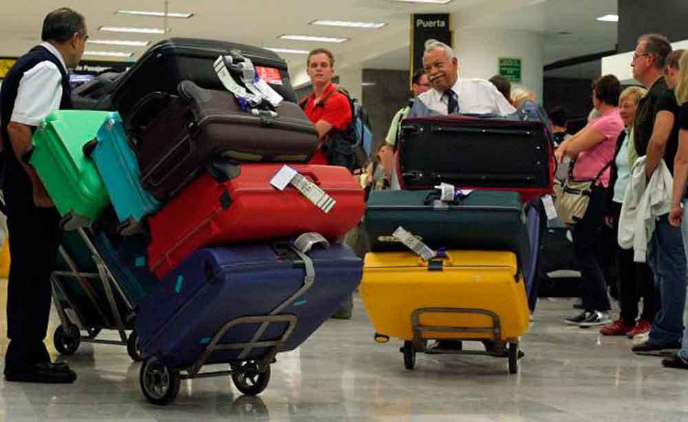 Multa Profeco a 5 aerolíneas por cobros de la primera maleta