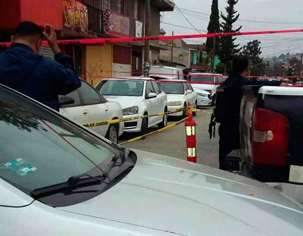 Localizan tres cadáveres dentro de un vehículo en Tijuana