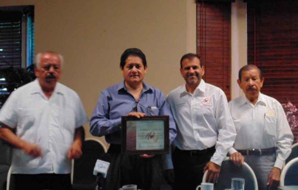 Asiste Secretario de Educación a sesión del grupo Madrugadores en Tecate