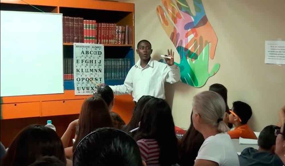 Con gran aforo inician clases de francés en el CEAD: Lic. Marina Calderón