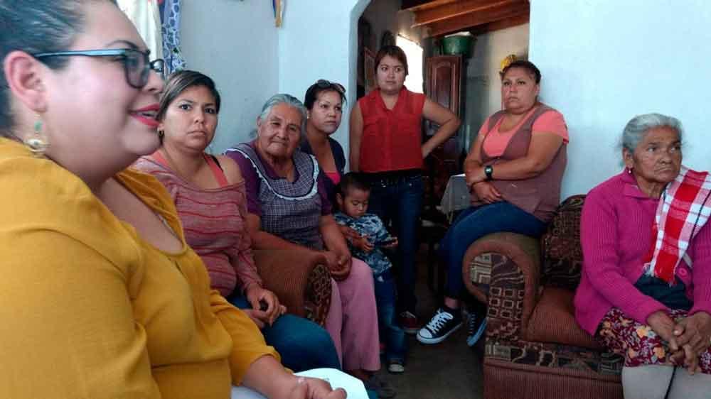 Ofrecen conferencia de orientación a madres y padres de familia