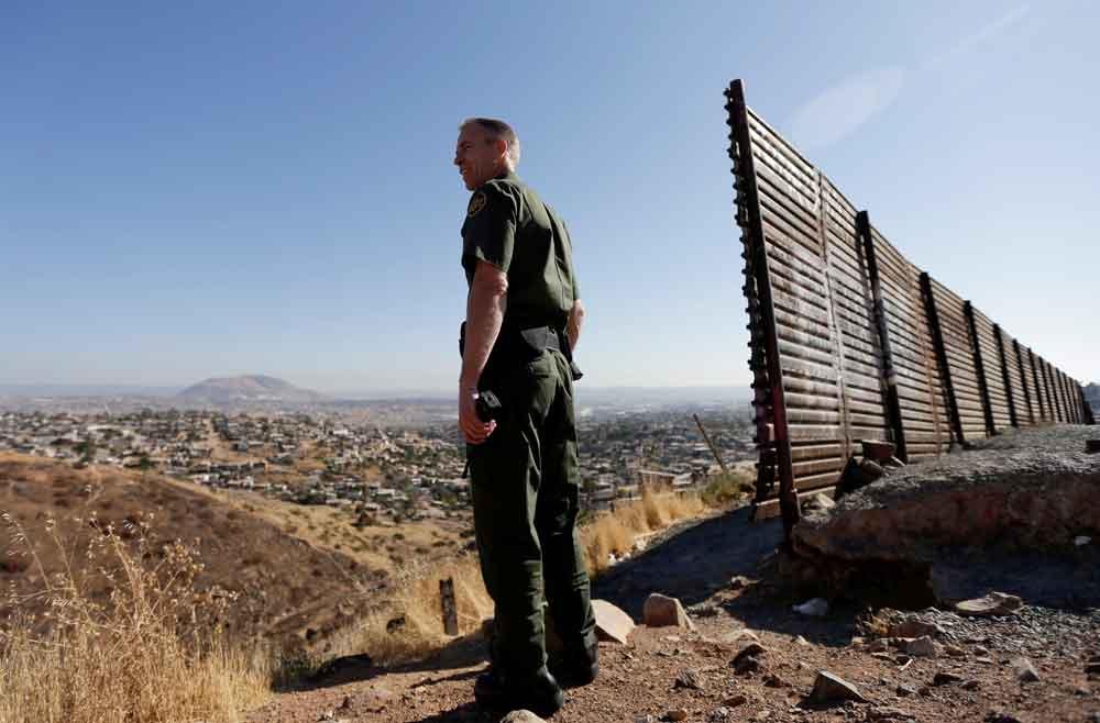 Construirán los primeros prototipos del muro de Trump en San Diego