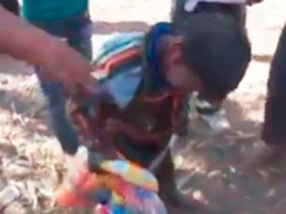 Indignante video, emborracha a niños hasta la inconsciencia