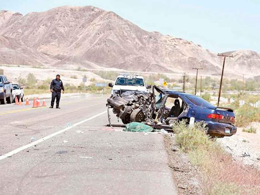 Dos muertos; 7 heridos deja terrible accidente en carretera de Baja California