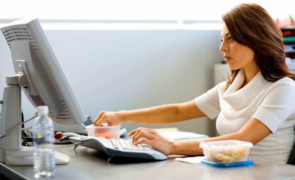 Mujeres que pasan más de 10 horas sentadas, son 8 años más viejas
