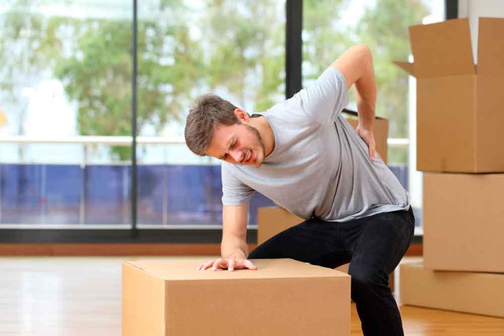 Es importante tener precaución al cargar objetos pesados