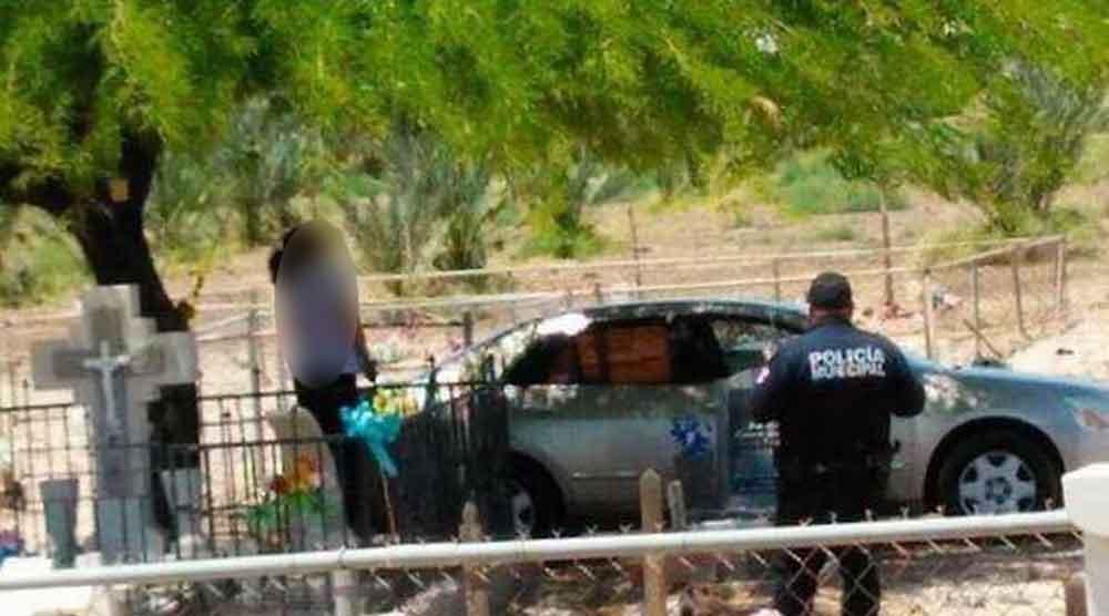 Mujer se quita la vida frente a las tumbas de sus familiares