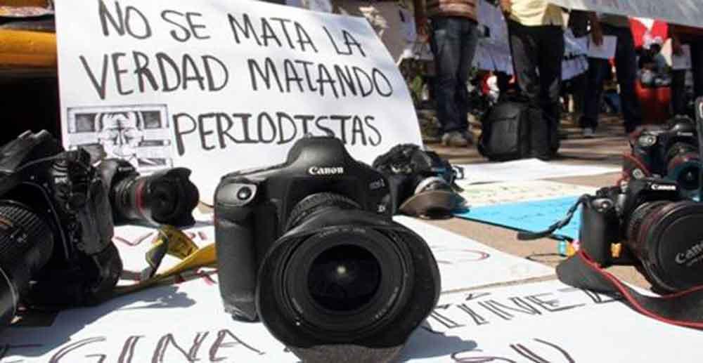 Ofrecen hasta 1.5 mdp de recompensa por asesinos de seis periodistas