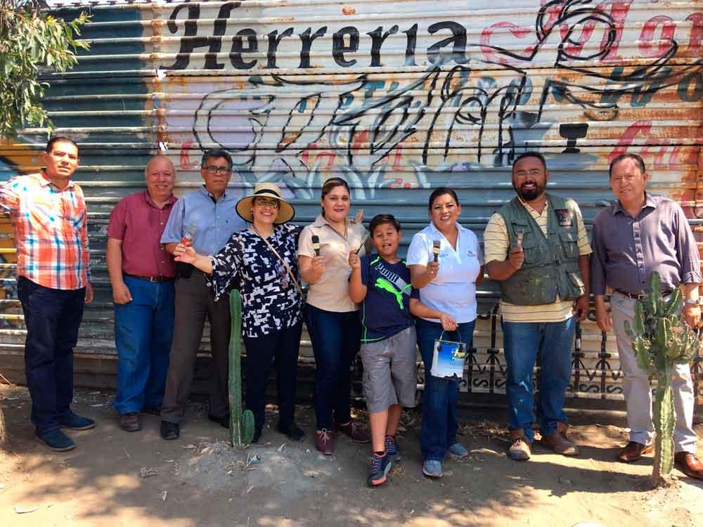 Pintan Mural de la Hermandad en Tecate