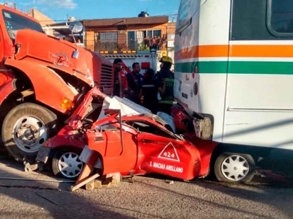 Fatal accidente: tráiler se queda sin frenos aplastando a un taxi
