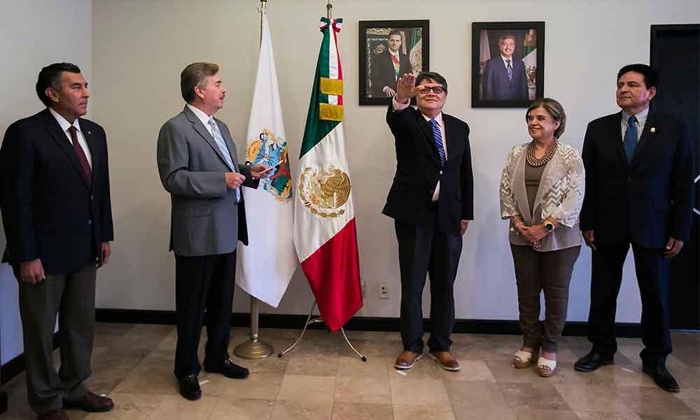 Gobernador Francisco Vega toma protesta a Francisco Postlethwaite como Contralor General del Estado
