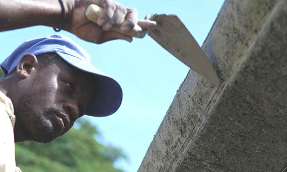 Organizan curso de albañilería para Haitianos