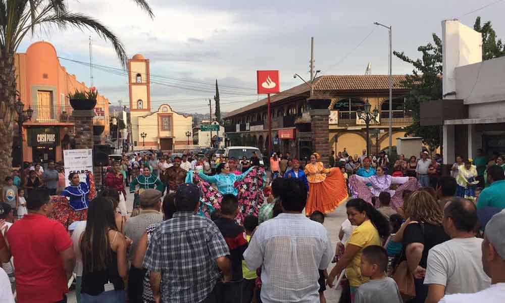 """""""Domingos en el Parque"""" atrae a visitantes en Tecate"""