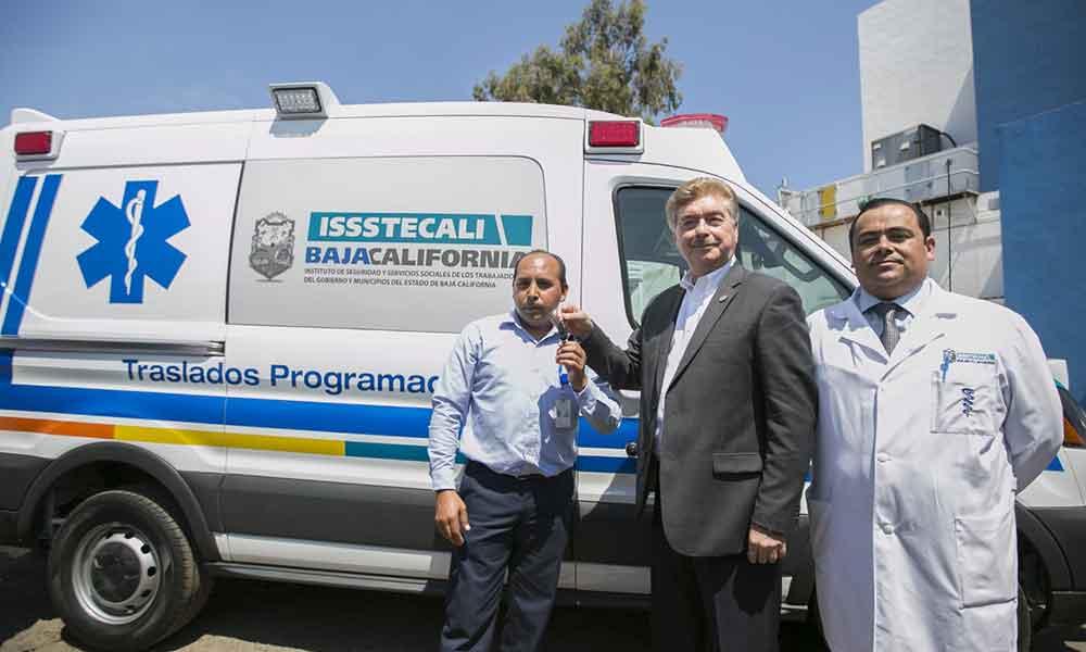 Nuevas ambulancias en beneficio de derechohabientes de ISSSTECALI: Gobernador Francisco Vega