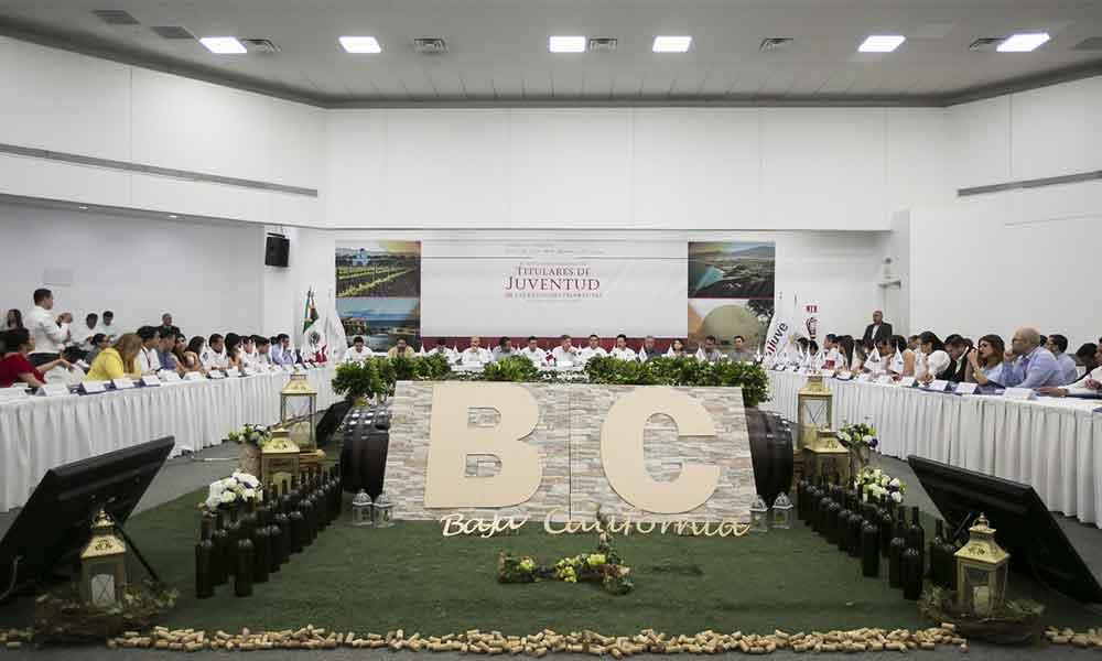 Baja California destaca a nivel nacional en asignación de apoyos a los jóvenes: Gobernador Francisco Vega