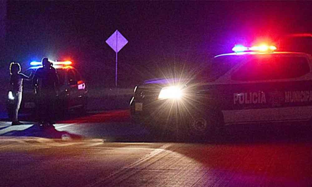 Atacan a balazos a policías de Tecate