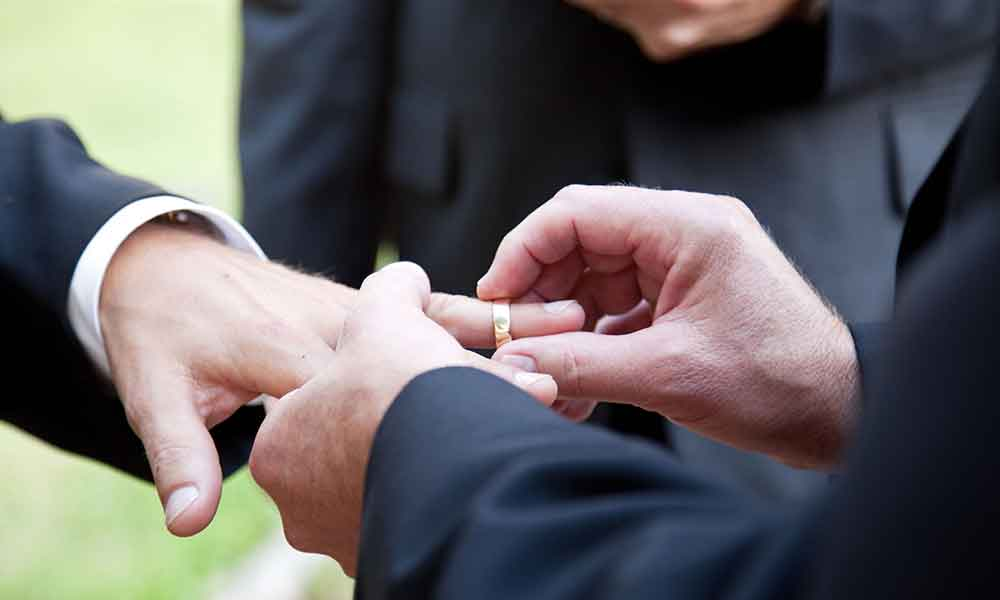 Celebran en Tecate primer matrimonio civil igualitario