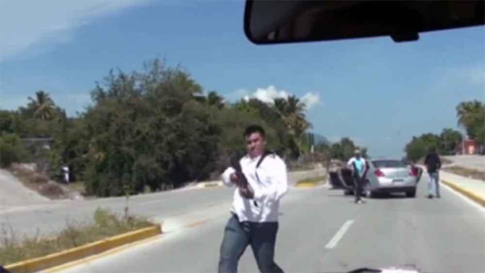 Comando armado instaló reten en carretera para robar autos