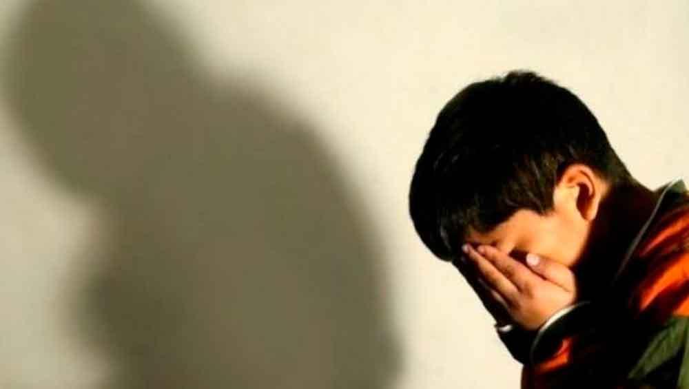 Madre dejo que su novio abusara de su hijo