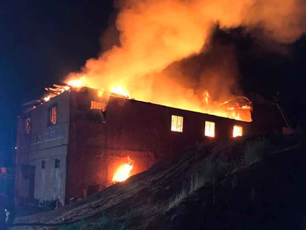 Incendio consume iglesia cristiana en colonia El Niño de Tijuana