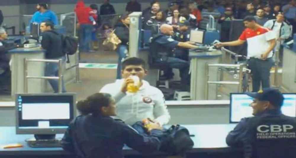 Agentes fronterizos obligaron a tomar metanfetamina líquida a joven mexicano hasta morir