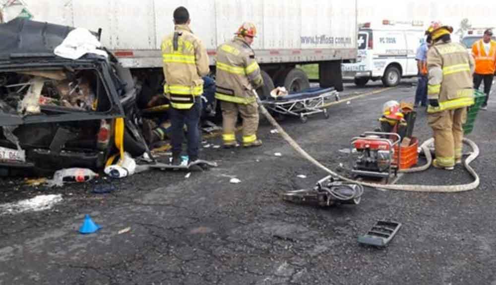 Fatal accidente en carretera cobró la vida de una familia