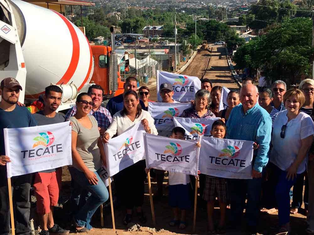 Alcaldesa junto a vecinos dan banderazo de pavimentación en La Rinconada