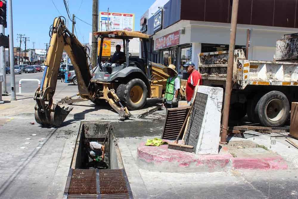 Obras Públicas del Municipio realiza limpieza de pluviales