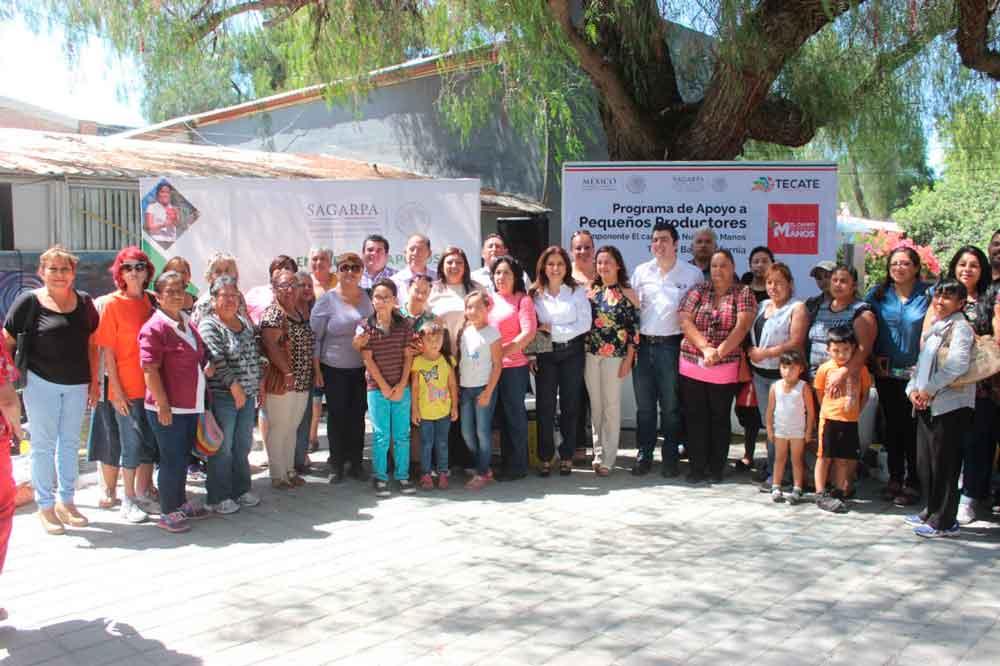 SAGARPA y Gobierno Municipal entregan huertos familiares en Tecate