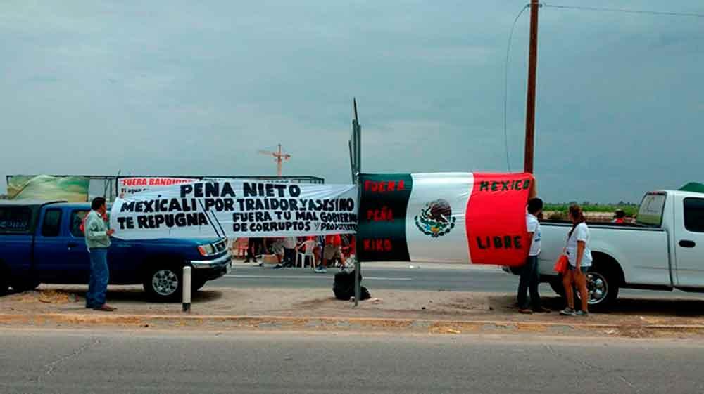 Abuchean a Peña en Mexicali; le exigen que cancele la cervecera estadunidense