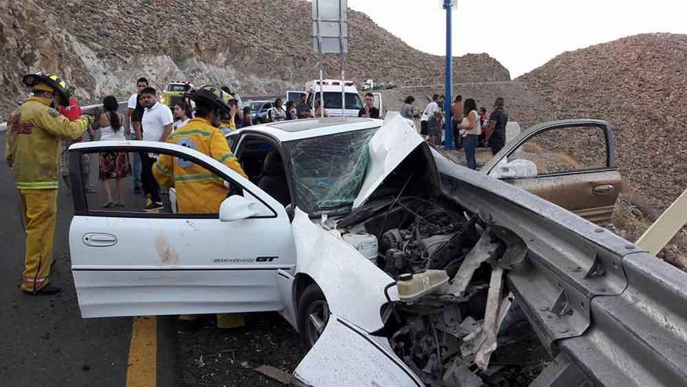 Cuatro lesionados tras aparatoso accidente en La Rumorosa